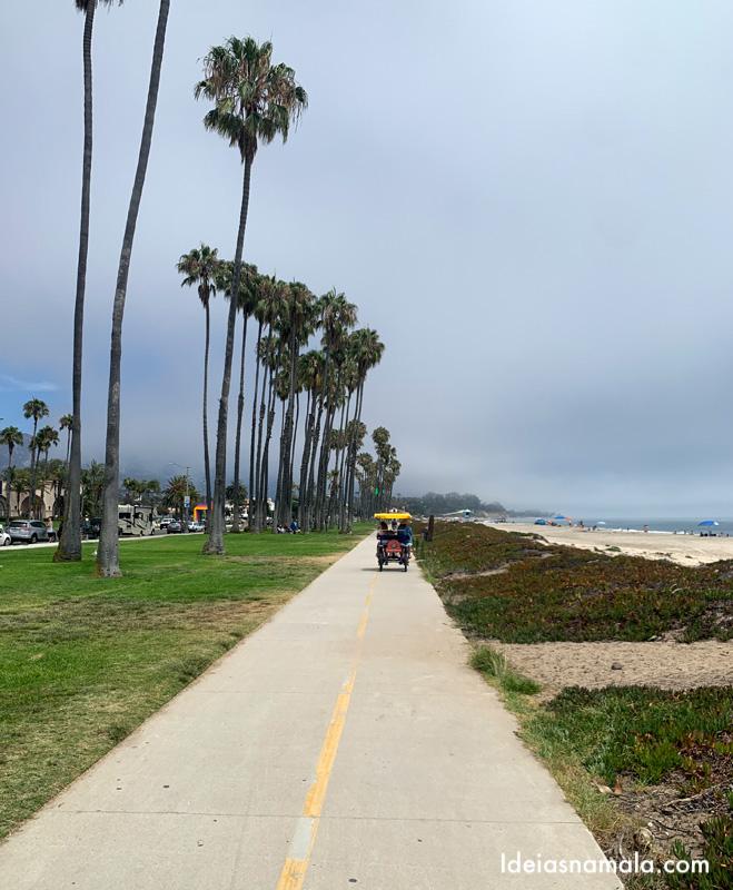 Bicicleta gigante na ciclovia de Santa Barbara