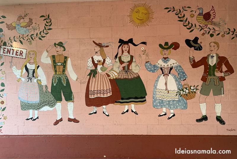 Mural colorido no Hofsas House