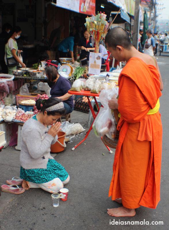 Ronda dos monges de Chiang Mai