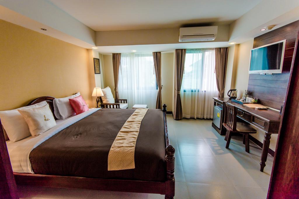 Goldenbell Hotel