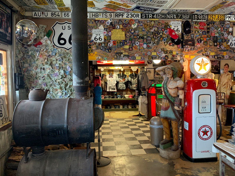 Interior da Hackaberry General Store no Arizona
