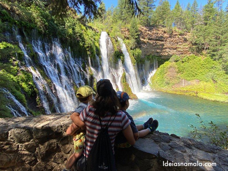 Arcoíris formado pela Burney Falls, pertinho do Mt. Shasta
