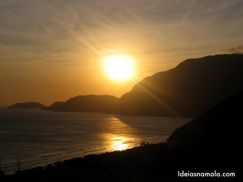 Por do sol na praia de Guaecá