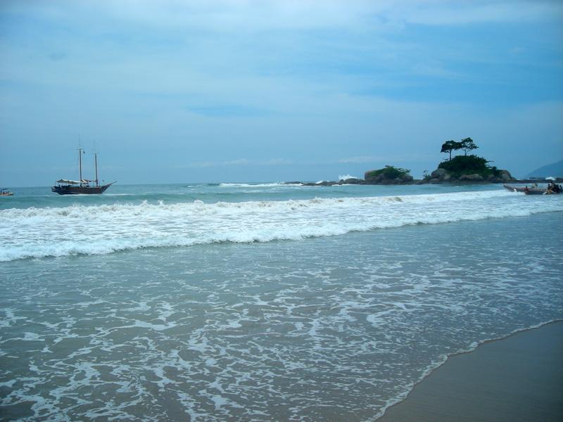 Praia de Castelhanos na Ilha Bela