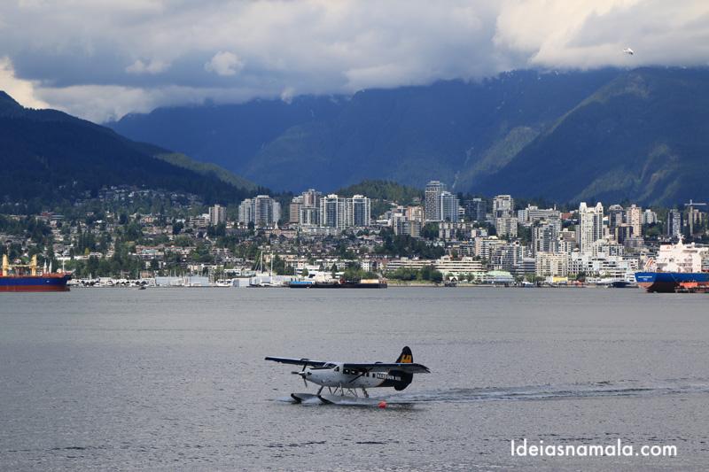 Hidroavião pousando em Vancouver