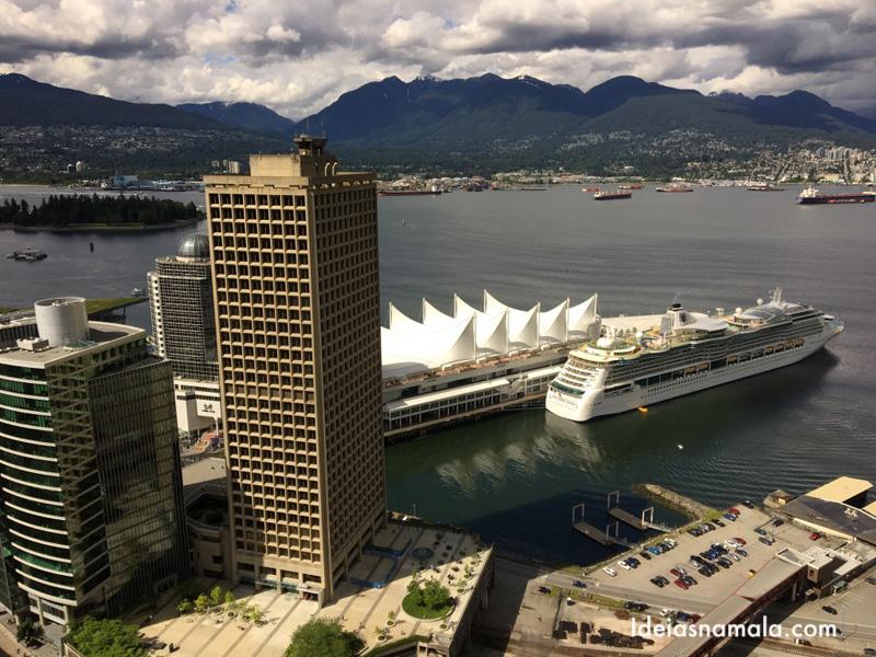 Montanhas de Vancouver vistas do alto do observatório