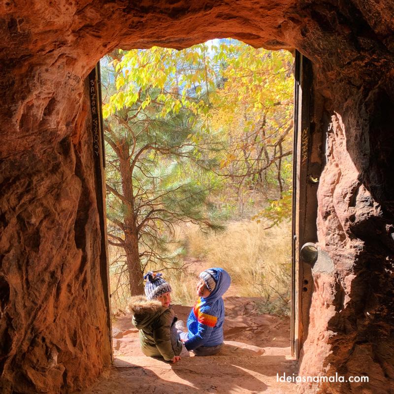 Janela de pedra no West Fork Trail em Sedona
