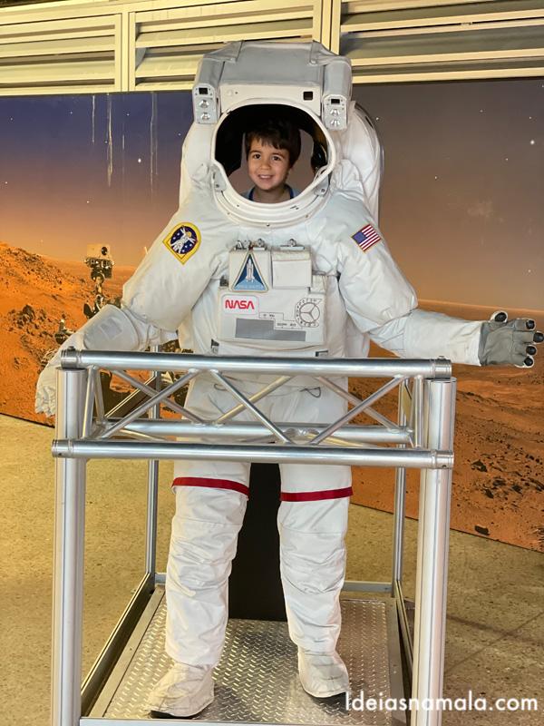 Vestido de Astronauta no Centro da NASA em Huntsville