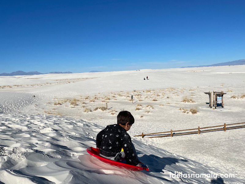 Escorregando nas areias do White Sands National Park