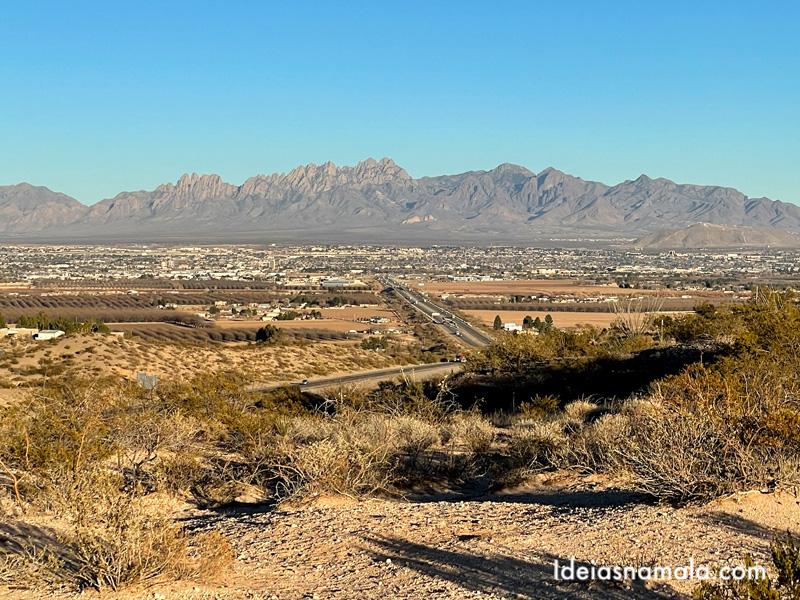 Cidade de Las Cruces com as Organ Mountains no horizonte