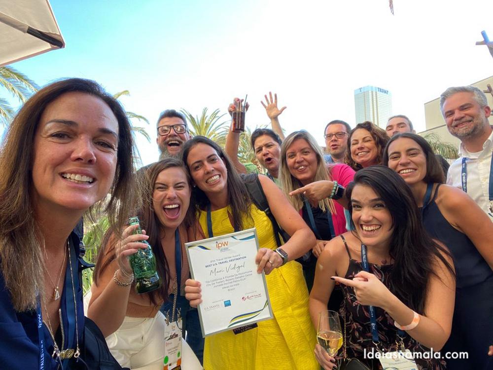 Brasileiros comemorando o prêmio da IPW